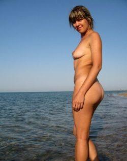 Девушка из Саратов. В поиске близкой подруги для общения и интима